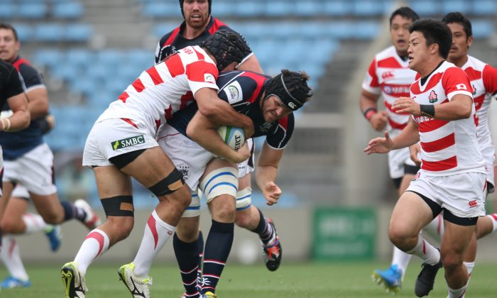 Hong Kong's Dan Falvey tests the Japanese defence during the Asia Rugby Championship match in Tokyo last Saturday May 28, 2016. (Rugby Japan)