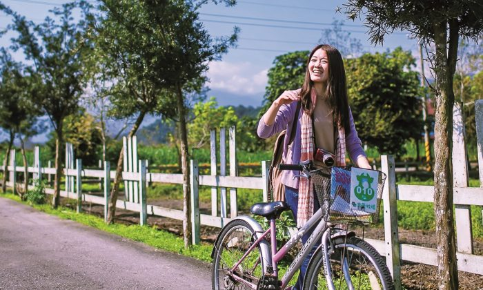 A biker on the path in Ruisui, Taiwan. (courtesy of Republic of China Tourism Bureau)