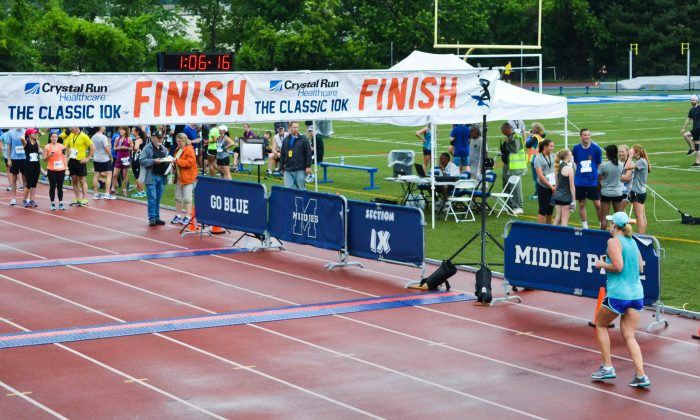 Runners compete in the 10K Classic in Middletown on June 4, 2016. (Yvonne Marcotte/Epoch Times)