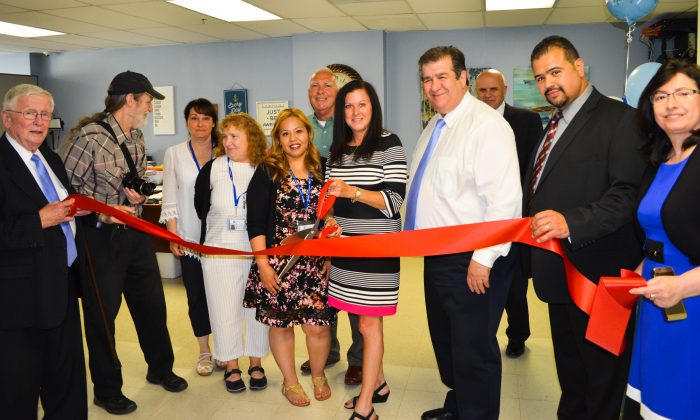 City officials and staff of Community Home Healthcare join in a ribbon cutting ceremony in Middletown on June 2, 2016. (Yvonne Marcotte/Epoch Times)