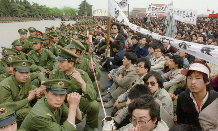 Several hundred of 200,000 pro-democracy student protesters face to face with policemen outside the Great Hall of the People in Tiananmen Square in Beijing on April 22, 1989. (Catherine Henriette/AFP/Getty Images)