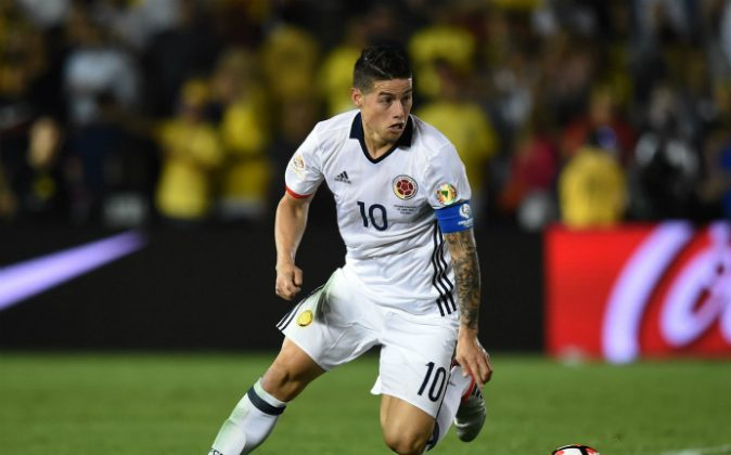 Colombia's James Rodriguez controls the ball during a Copa America Centenario football match against Paraguay in Pasadena, California, United States, on June 7, 2016. (MARK RALSTON/AFP/Getty Images)