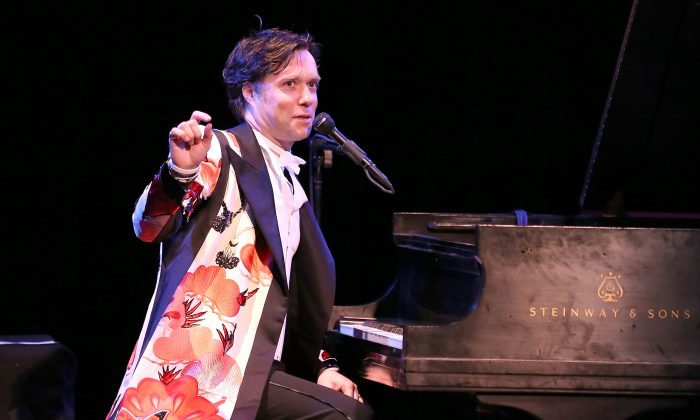 NEW YORK, NY - APRIL 15:  Musician Rufus Wainwright performs at Town Hall on April 15, 2014 in New York City.  (Mike Lawrie/Getty Images)