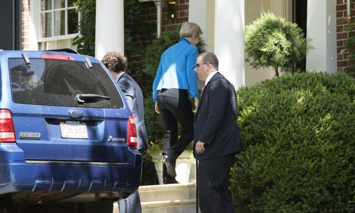 U.S. Sen. Elizabeth Warren (D-MA) arrives at the residence of Democratic presidential candidate Hillary Clinton June 10, 2016 in Washington, DC. Warren met with Clinton after she has officially endorsed Clinton to be the next president of the United States.  (Photo by Alex Wong/Getty Images)