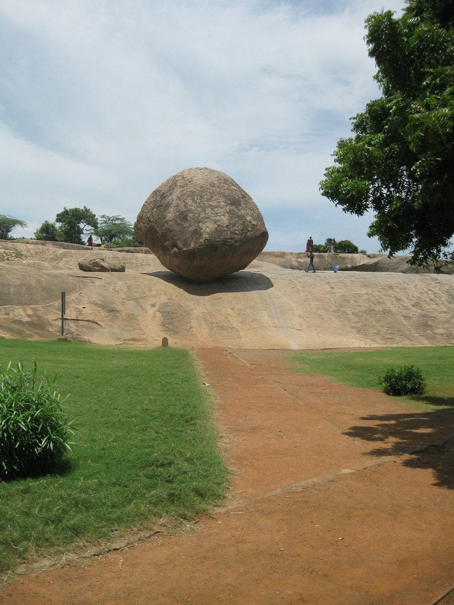 Krishna's Butter Ball. (Gsreekantan/CC BY-SA)