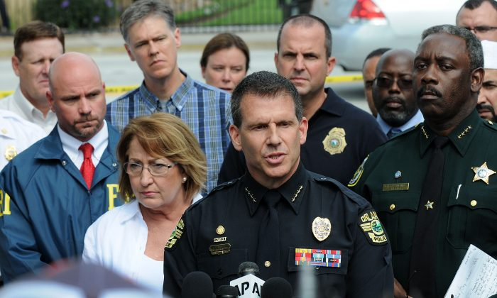 Orlando Police Chief John Mina (C), at a press conference on June 12, 2016, in Orlando, Fla., after a mass shooting in a nightclub. (Gerardo Mora/Getty Images)