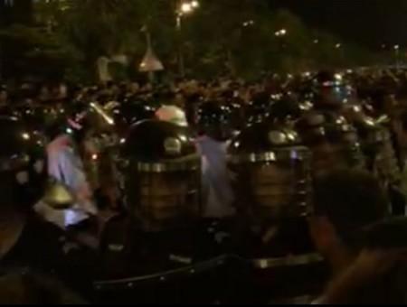 Riot police.  (via Sina Weibo)