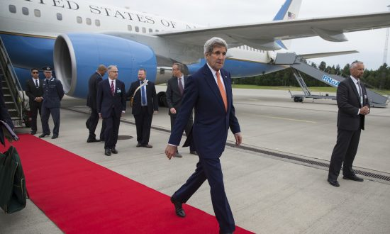 Kerry, in Norway, Sees Iran FM Over Nuke Deal Sanctions