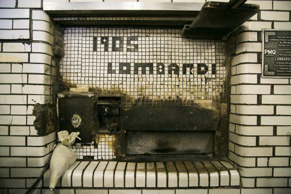 Lombardi's historic brick oven. (Samira Bouaou/Epoch Times)