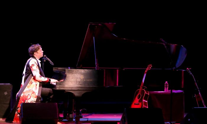 NEW YORK, NY - APRIL 15:  Musician Rufus Wainwright performs at Town Hall on April 15, 2014 in New York City.  (Photo by Mike Lawrie/Getty Images)