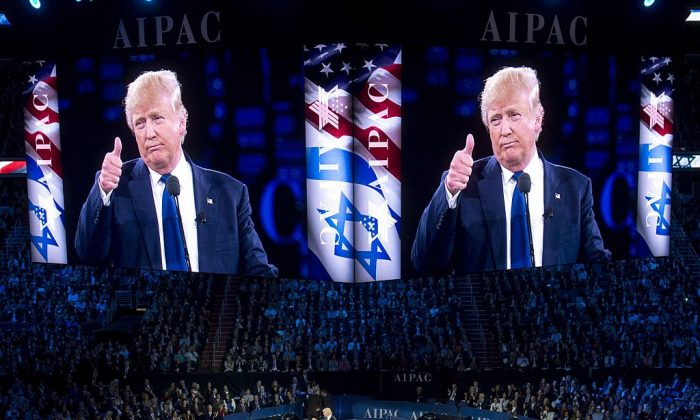 Donald Trump gives a thumbs-up as he addresses the American Israel Public Affairs Committee (AIPAC) 2016 Policy Conference at the Verizon Center in Washington, DC, March 21, 2016. / AFP / SAUL LOEB        (Photo credit should read SAUL LOEB/AFP/Getty Images)