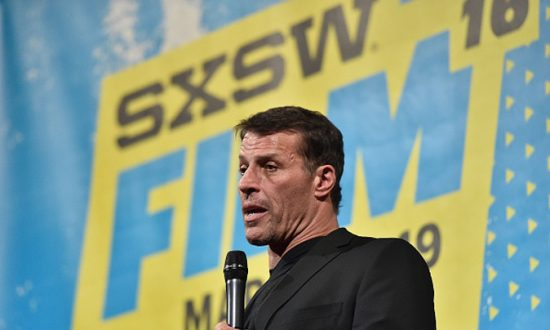 Motivational Speaker Tony Robbins Says Allegations of Sexual Misconduct are Buzzfeed 'Hit Piece'