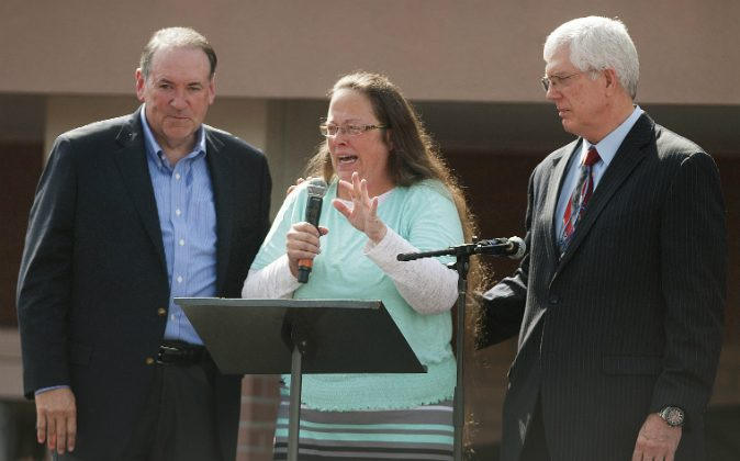 Rowan County Clerk of Courts Kim Davis stands with her attorney Mat Staver (R) and Republican presidential candidate Mike Huckabee (L) in front of the Carter County Detention Center on September 8, 2015 in Grayson, Kentucky.  (Ty Wright/Getty Images)