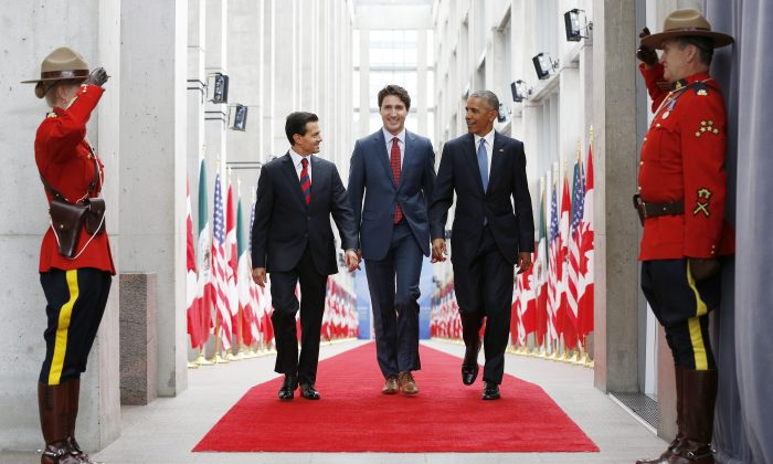 Mexican President Enrique Pen–a Nieto (L), Canada's Prime Minister Justin Trudeau, and President of the United States Barack Obama arrive to the North American Leaders' Summit at the National Gallery of Canada in Ottawa on June 29, 2016. (Blair Gable)