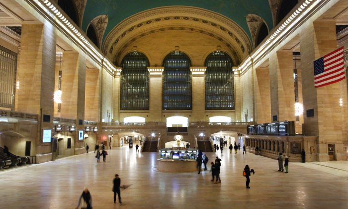 NEW YORK, NY - JANUARY 23: Commuters pass through Grand Central Terminal on January 23, 2016 in New York City. (Yana Paskova/Getty Images)