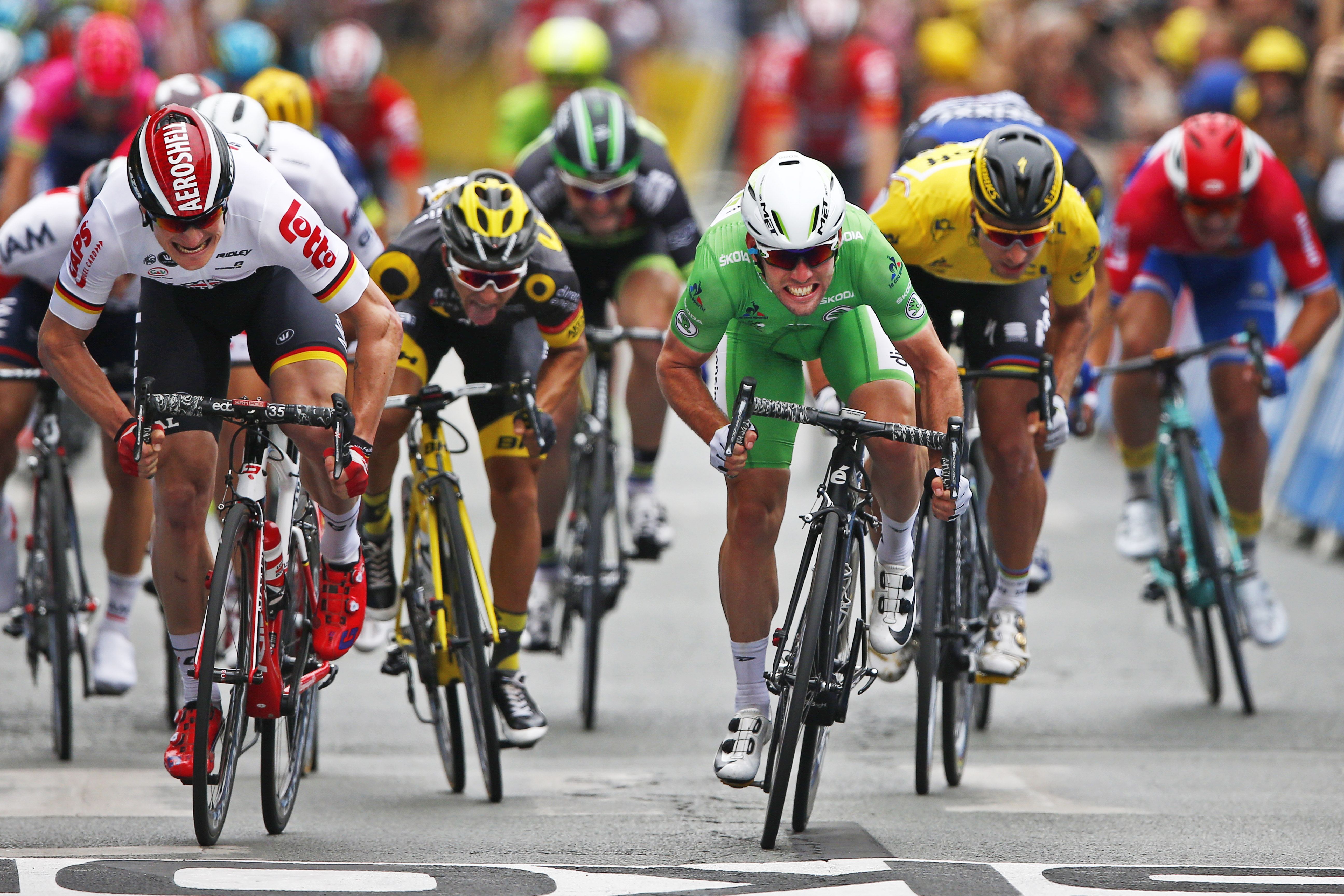 Cavendish Takes 28th Win, Sagan Holds Yellow in Tour de France Stage ...