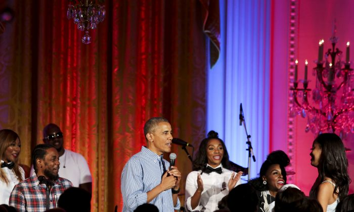 """WASHINGTON, DC - JULY 4: President Barack Obama sings """"Happy Birthday"""" to his daughter Malia Obama at the Fourth of July White House party on July 4, 2016 in Washington, DC. Maila Obama celebrated her 18th birthday during the party, which featured guests including singers Janelle Monae and Kendrick Lamar. (Photo by Aude Guerrucci-Pool/Getty Images)"""