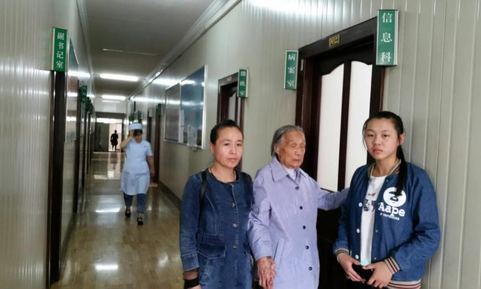 Gao Yixi's sister, mother, and daughter attempt to obtain information about his death from the Mudanjiang Public Security Hospital in