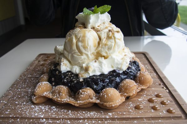 Blueberry Crumble Bubble Waffle at The Bubble Tea Shop. (Annie Wu/Epoch Times)
