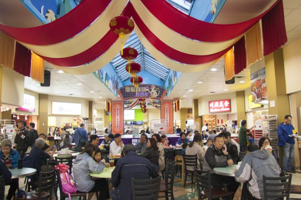 The food court inside Parker Place is teeming with hungry diners. (Annie Wu/Epoch Times)