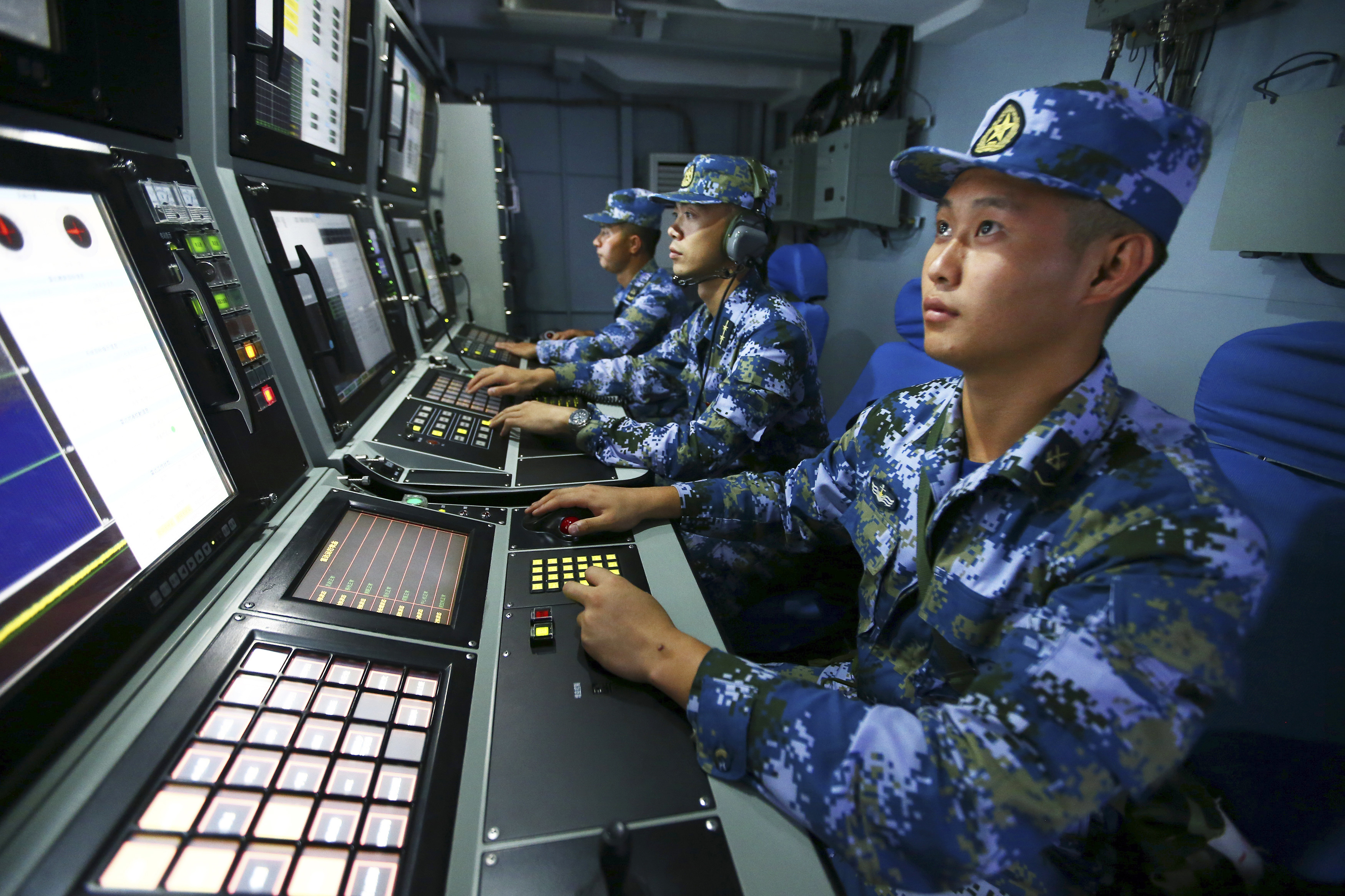 Chinese navy sailors search for targets onboard the missile destroyer Hefei during a military exercise in the waters near south China's Hainan Island and Paracel Islands on July 8, 2016. (Zha Chunming/Xinhua via AP)