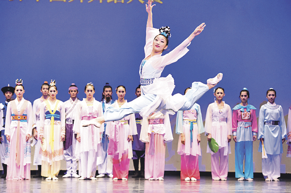 New Tang Dynasty Television made an announcement to the the Hong Kong round of the 7 th International Classical Chinese Dance Competition will be held at the MacPherson Stadium in Mongkok on Aug 1, 2016. (Larry Dai/Epoch Times)
