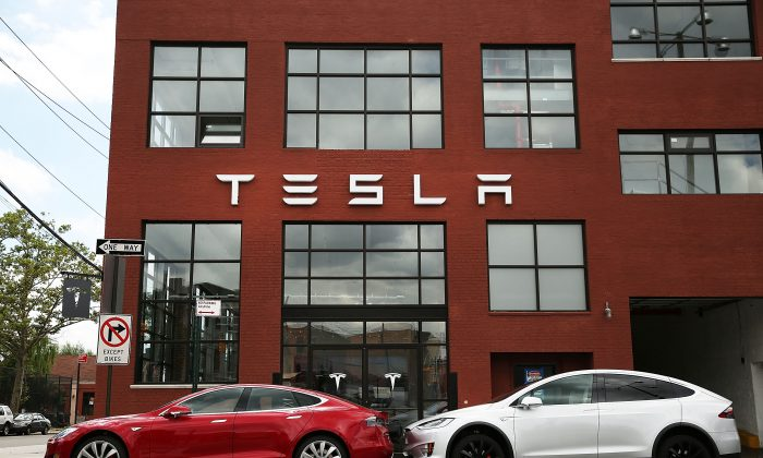 Tesla vehicles outside a Tesla showroom and service center in Brooklyn, New York, on July 5, 2016. (Spencer Platt/Getty Images)