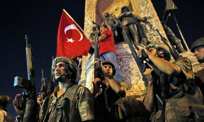 """Turkish soldiers secure the area as supporters of Turkey's President Recep Tayyip Erdogan protest in Istanbul's Taksim square, early  July 16, 2016. """" (AP Photo/Emrah Gurel)"""