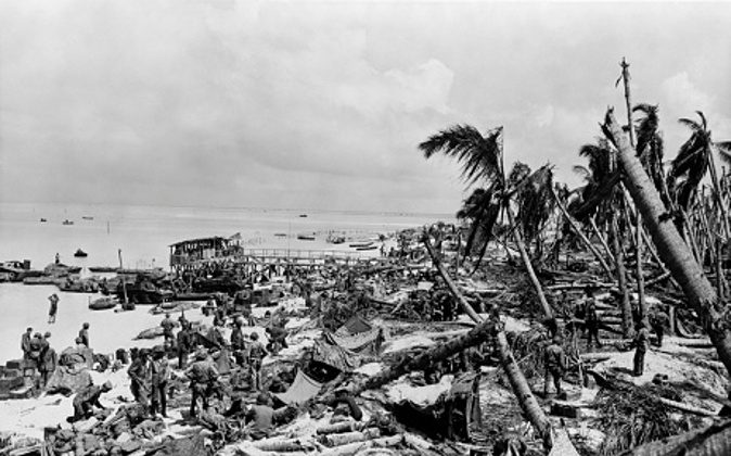 1940s BEACH AT TARAWA AS THE 6TH REGIMENT OF MARINES LANDS NOVEMBER 1943 (Photo by H. Armstrong Roberts/ClassicStock/Getty Images)