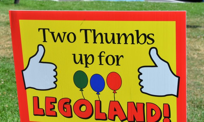 Sign at Craigville Park in support of the LEGOLAND New York in Goshen on July 16, 2016. (Yvonne Marcotte/Epoch Times)