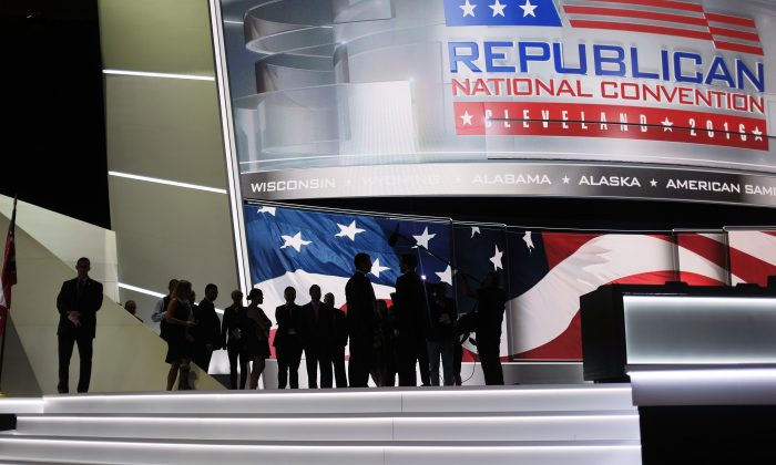People watch an interview being filmed onstage on the second day of the Republican National Convention on July 19, 2016, in Cleveland, Ohio. (DOMINICK REUTER/AFP/Getty Images)