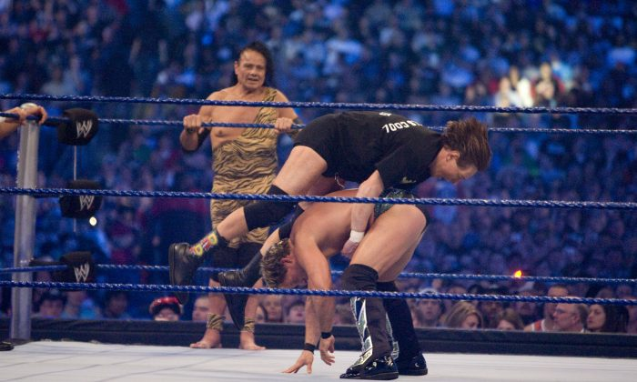 """HOUSTON, TX - APRIL 5:  (L-R) Former professional wrestlers Ricky """"The Dragon"""" Steamboat (not pictured), Jimmy """"Superfly"""" Snuka look on as """"Rowdy"""" Roddy Piper battles WWE Superstar Chris Jericho during  WrestleMania 25 at Reliant Stadium on April 5, 2009 in Houston, Texas.  (Photo by Bill Olive/Getty Images)"""
