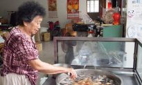 86-year-old Taiwanese Businesswoman Unfazed by Decline in Tourism