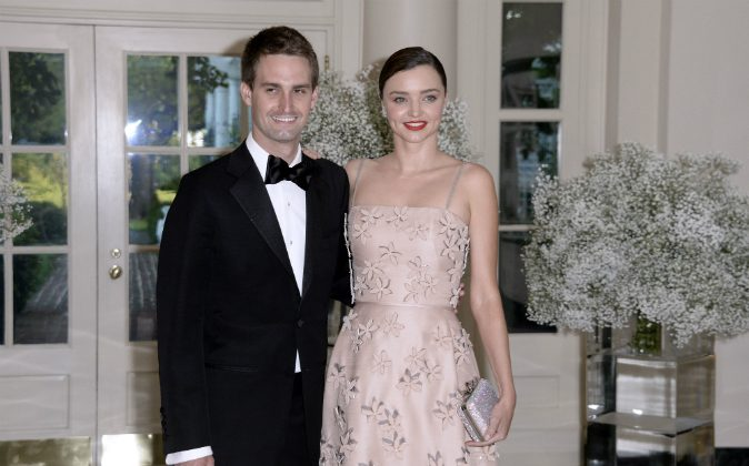 Miranda Kerr and her Snapchat CEO boyfriend, Evan Spiegel arrive at the state dinner in honor of President of Finland and the Prime Ministers of Norway, Sweden, Denmark and Iceland at the White House in Washington on May 13, 2016. (OLIVIER DOULIERY/AFP/Getty Images)