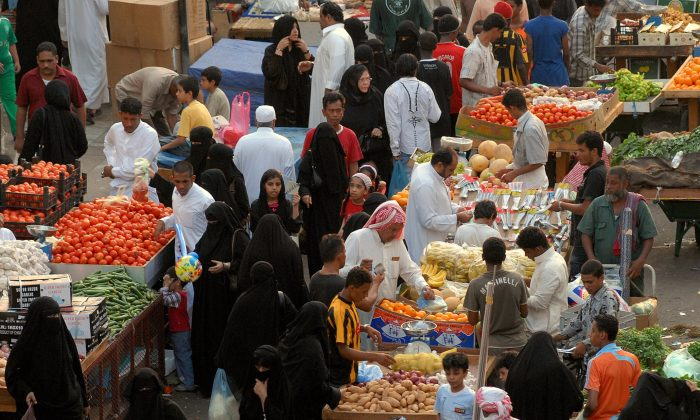FILE-Saudis clog a market in the Red Sea city of Jeddah as they rush to buy vegetables and fruits on August 31, 2008 one day before the start of the holy month of Ramadan. (Omar Salem/AFP/Getty Images)