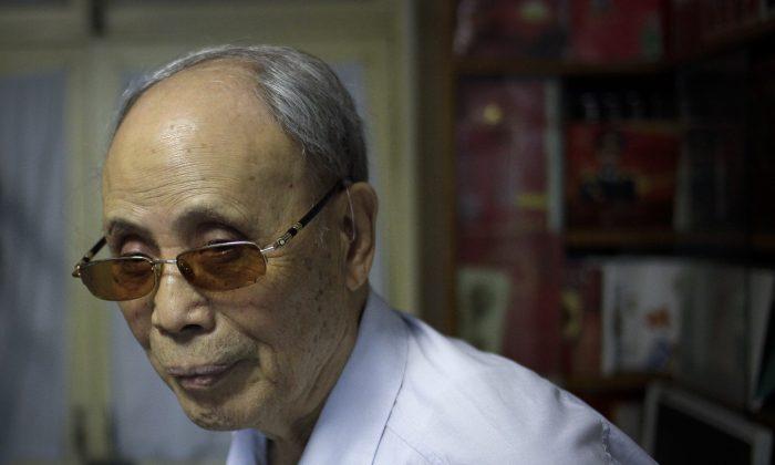 Du Daozheng, founding publisher of the Yanhuang Chunqiu magazine at his home in Beijing on July 19, 2016. (AP Photo/Gerry Shih)