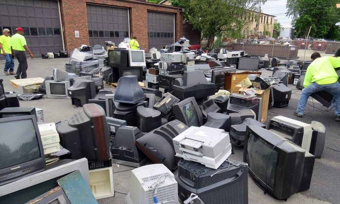 The Middletown Department of Public Works Recycling Center in Middletown during Electronics Drop-off Day on May 21, 2016. (Courtesy of Jerry Kleiner)