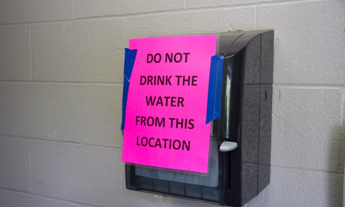 A sign on the paper towel dispenser in a Maple Hill Park swimming pool bathroom in Middletown on Aug. 3, 2016. (Holly Kellum/Epoch Times)