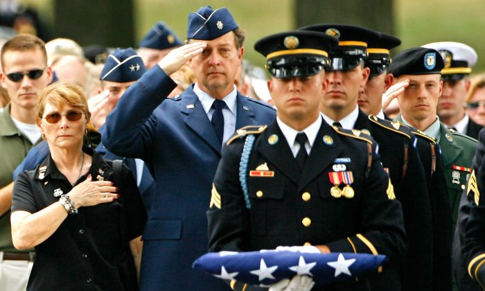 Marion W. Dooley (L) and U.S. Air Force Lt. Col. (Ret.) Peter C. Dooley (C) attend the funeral for their son, Army 1st Lt. Mark Harold Dooley, at Arlington National Cemetery, in Arlington, Va., on July 13, 2007. (Chip Somodevilla/Getty Images)