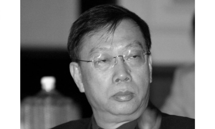 China's then-Vice Minister for Health Huang Jiefu attends a meeting in New Delhi, India, on July 28, 2006. (Raveendran/AFP/Getty Images)