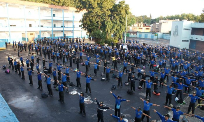 Officers of the School Security Units do the first exercise of Falun Gong in Mexico City. (Antonio Dom