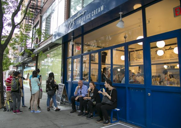 New Yorkers love to cool down with ice cream during the hot summer days. (Samira Bouaou/Epoch Times)