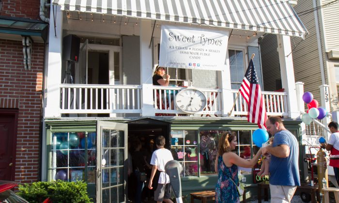 Sweet Tymes' storefront in Goshen during its ribbon cutting on Aug. 4, 2016. (Holly Kellum/Epoch Times)