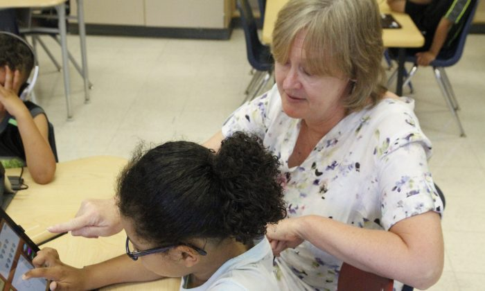 Teacher Anne Igoe (R) works with a two-year kindergarten student at Maple Hill Elementary School in Middletown on Aug. 8, 2016. (Courtesy of Kevin Witt, Middletown Extended School District)