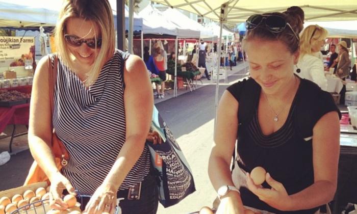 Manhattan Beach Farmers Market customers pick their own eggs from Kepner Farms' booth. (Courtesy Kepner Farms)