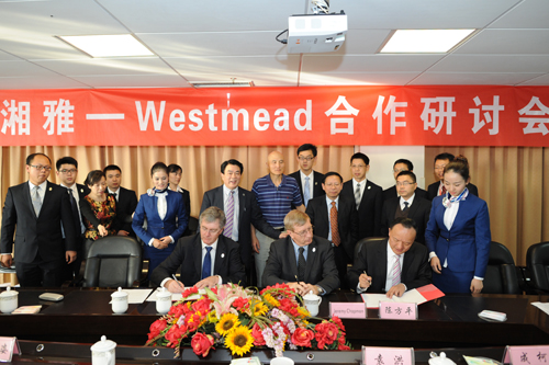 (Front, L–R) Dr. Philip O'Connell (L), Dr. Jeremy Chapman (C), and hospital president Dr. Chen Fangping signing a letter of intent at The Third Xiangya Hospital in Changsha, China, in November 2013. (The Third Xiangya Hospital of Central South University)