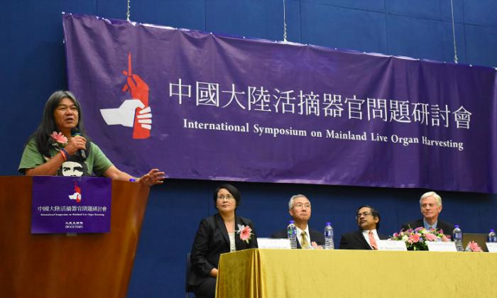 LegCo member Leung Kwok-hung, chief editor of the Chinese edition of Epoch Times Hong Kong Guo Jun, WOIPFG spokesperson Wang Zhiyuan, Malaysian nephrologist Dr. Ahmed Ghazali, and organ transplant abuse investigator David Kilgour. (Sun Mingguo/Epoch Times)