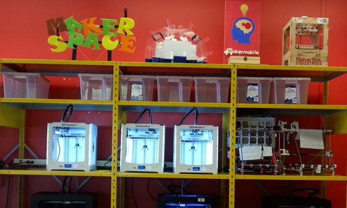 White and black 3-D printers at the University of Ottawa makerspace. (Meika Ellis)