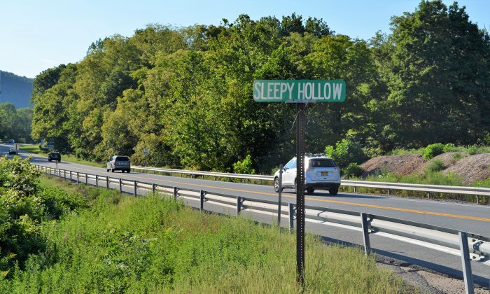 Road sign for Sleepy Hollow Road at the crossroads with Route 97 in Port Jervis on Aug. 29, 2016. (Yvonne Marcotte/Epoch Times)