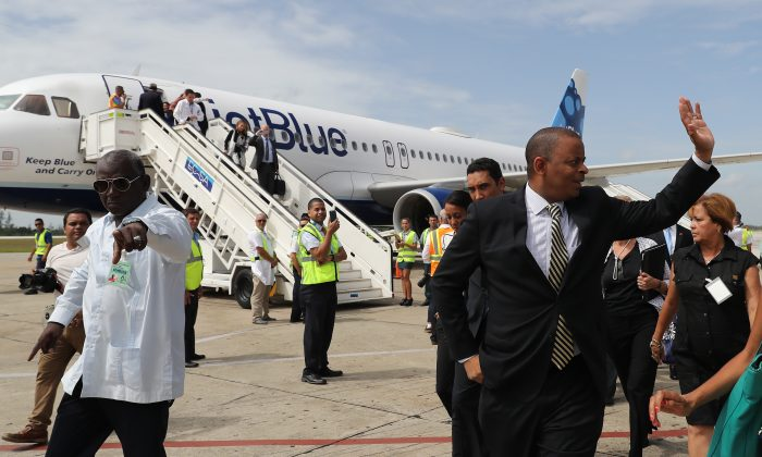 U.S. Transportation Secretary Anthony Foxx deplanes from the JetBlue flight 387 at the airport in Santa Clara, Cuba, Wednesday, Aug. 31, 2016. The arrival of the flight opens a new era of U.S.-Cuba travel with about 300 flights a week connecting the U.S. with an island cut off from most Americans by the 55-year-old trade embargo on Cuba and formal ban on U.S. citizens engaging in tourism on the island. (Alejandro Ernesto, Pool via AP)